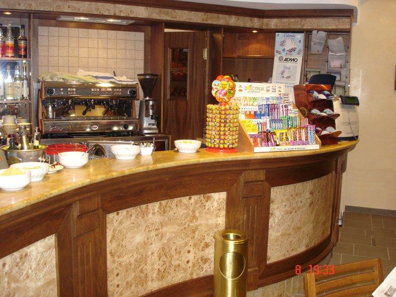 Arredamento Bar Tavoli E Sedie : Bar grifone bordighera attrezzature ...